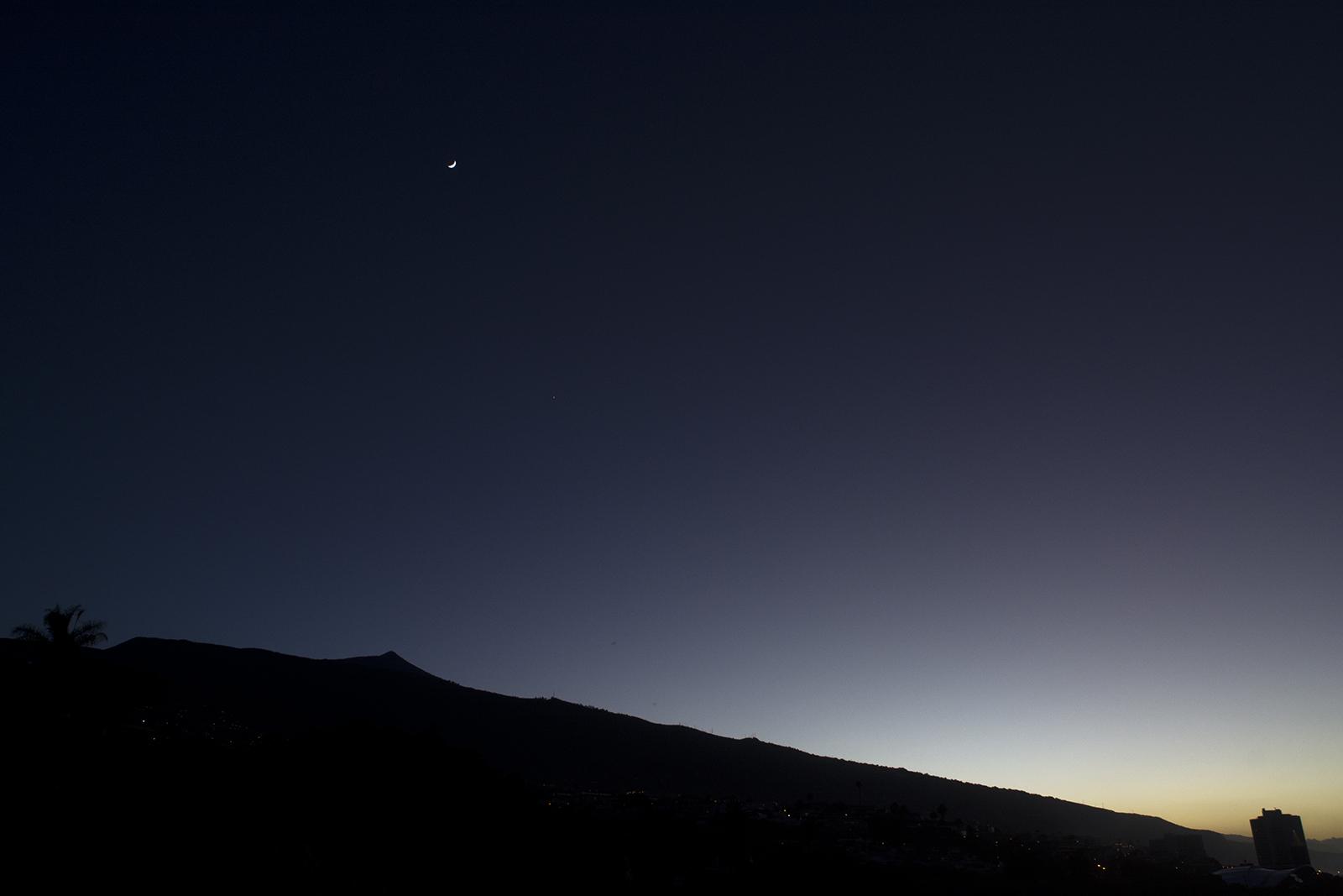 Maan over El Teide